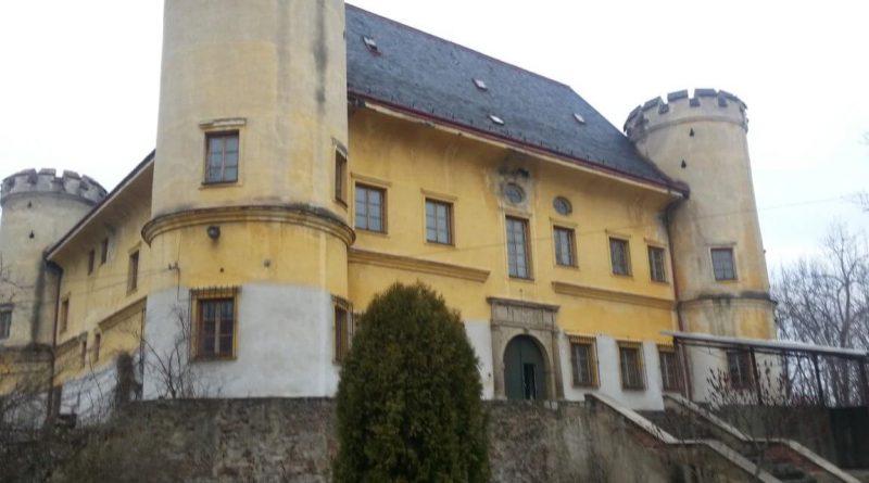 Zámek divci hrad